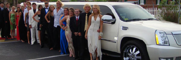 How to Hire a Limo for Your Prom